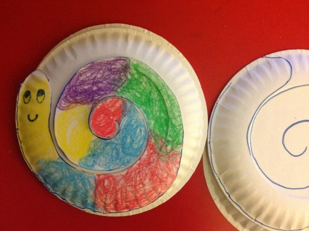 Paper plate with snail outline